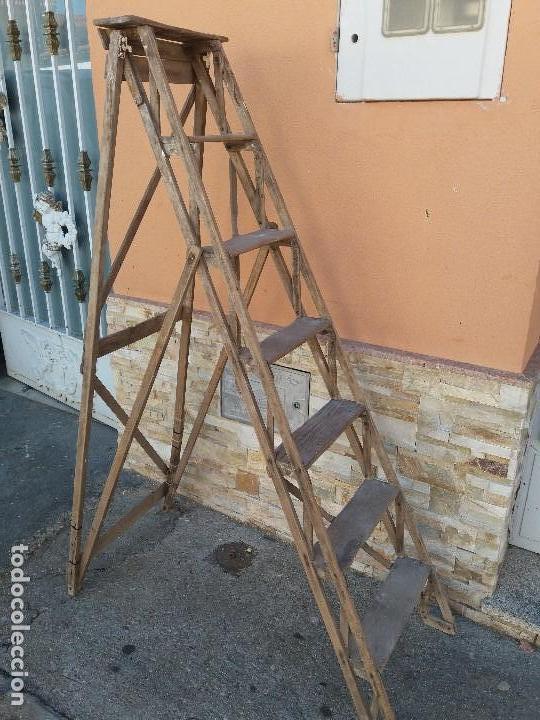 Escalera de madera plegable antigua, usado segunda mano