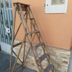 Antigüedades: ESCALERA DE MADERA PLEGABLE ANTIGUA. Lote 125037799