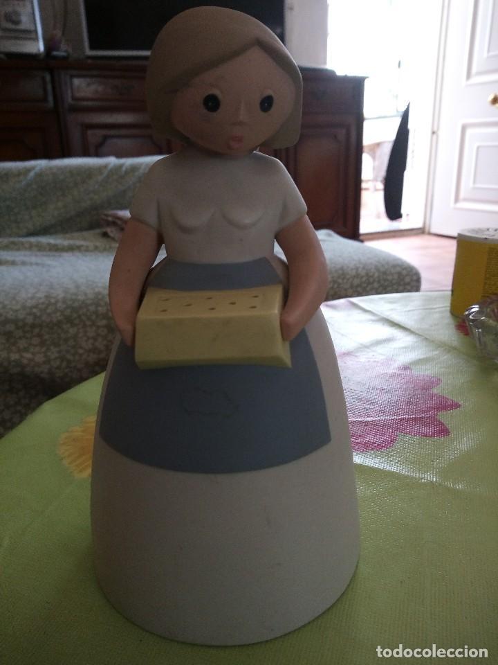 Antigüedades: Antigua de dama con bandeja figura de cerámica made in spain. - Foto 3 - 125093847