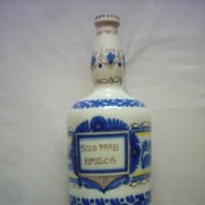 Antigüedades: BOTELLA DE CERÁMICA DE PUENTE DEL ARZOBISPO, TOLEDO. PINTADA EN AZUL AMARILLO Y MANGANESO. 27,5 CM.. Lote 125134303