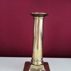 Antigüedades: CANDELERO DE BRONCE SIGLO XVIII. Lote 125196363