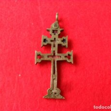 Antigüedades: ANTIGUA CRUZ DE CARAVACA CON RELIQUIA. Lote 125216111