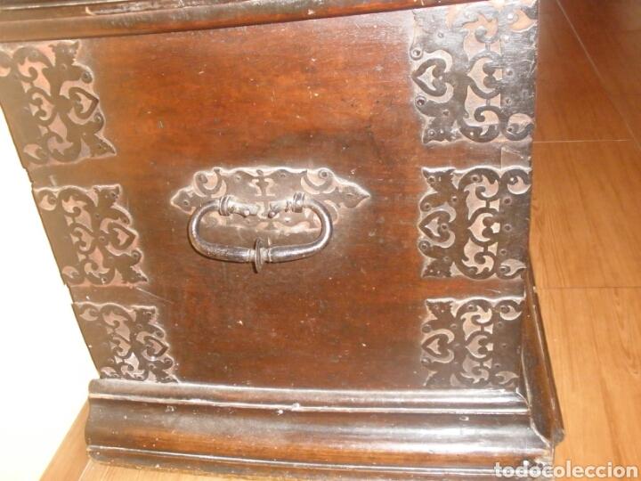 Antigüedades: Arcon de nogal siglo XVII - Foto 4 - 125218122