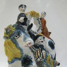 Antigüedades: BOTIJO DE MUSEO CHARLOT LLAPISERA BOTONES CERAMICA MANISES CIRCA 1910. Lote 125233899
