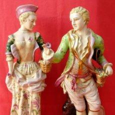 Antigüedades: PAREJA DE FIGURAS GALANTES EN PORCELANA FRANCESAS. XIX. EN MAGNÍFICO ESTADO. 47.5 Y 49 CMS ALTO. Lote 125234655