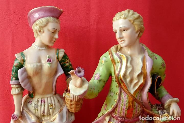 Antigüedades: PAREJA DE FIGURAS GALANTES EN PORCELANA FRANCESAS. XIX. EN MAGNÍFICO ESTADO. 47.5 Y 49 CMS ALTO - Foto 2 - 125234655