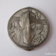 Antigüedades: CHAPA DE JESUS DE ALPACA DOBLADA. 5,5 CM. Lote 125234943