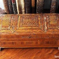 Antigüedades: CAJA EN MARQUETERÍA DE PAJA. FINALES DEL SIGLO XVIII O PRINCIPIOS DEL XIX.. Lote 125235311