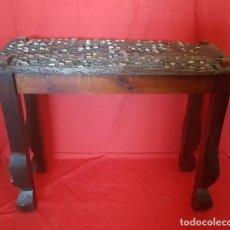 Antigüedades: CONSOLA O MESA AUXILIAR REALIZADA CON UN TRILLO.. Lote 125237251