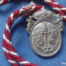 Antigüedades: MEDALLA CON CORDON DE SANTIAGO APOSTOL - CASTILLEJA DE LA CUESTA - SEVILLA. Lote 125252411