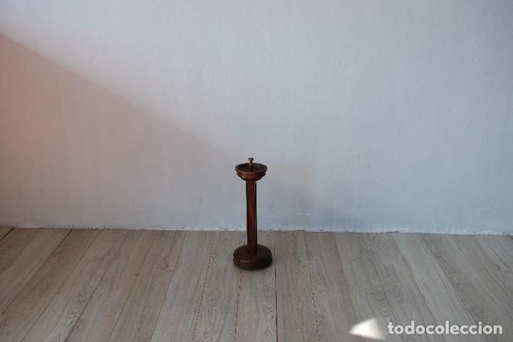 Antigüedades: CENICERO DE PIE NOGAL ANTIGUO - Foto 2 - 125284747