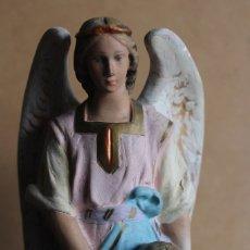 Antigüedades: ANTIGUA FIGURA ANGEL DE LA GUARDA ESTUCO DE IMART OLOT ARTE RELIGIOSO ESPAÑOL BELEN 23 CM. Lote 84178060