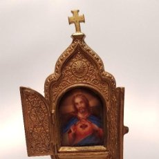 Antigüedades: ANTIGUO ALTAR DE VIAJE CORAZÓN DE JESÚS FF.SG.XIX ESMALTE LATÓN DORADO. Lote 125309619