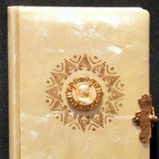 Antigüedades: DEVOCIONARIO NACARADO INFANTIL PRIMERA COMUNION 1949 PADRE LUIS RIBERA EDITORIAL REGINA 10CMX6CM. Lote 125320179