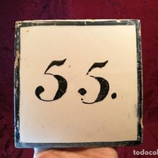 Antigüedades: AZULEJO CATALAN SEÑALIZACION CASA NUMERO 55 SIGLO XIX ---13 X 13 CM ELABORACION MANUAL. Lote 125323527