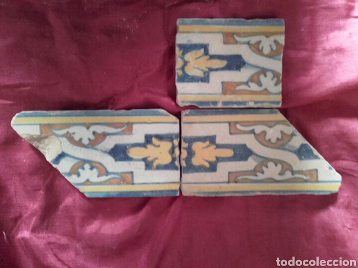 CENEFA DE AZULEJOS DE TALAVERA, S. XVI. 3 PIEZAS ESMALTADAS EN AZUL, AMARILLO, NARANJA Y BLANCO. (Antigüedades - Porcelanas y Cerámicas - Talavera)