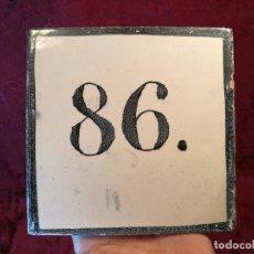 Antigüedades: AZULEJO CATALAN SEÑALIZACION CASA NUMERO 86 SIGLO XIX ---13 X 13 CM ELABORACION MANUAL . Lote 125326987