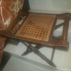 Antigüedades: ANTIGUA BANQUETA PLEGABLE DE REJILLA. Lote 125394388