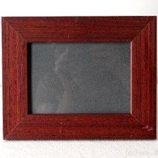 Antigüedades: MARCO DE MADERA MACIZA.25 X 20 CM PARA FOTOS DE 16,7 X 11,7 CM APROX. VER FOTOS Y DESCRIPCION.. Lote 125455615