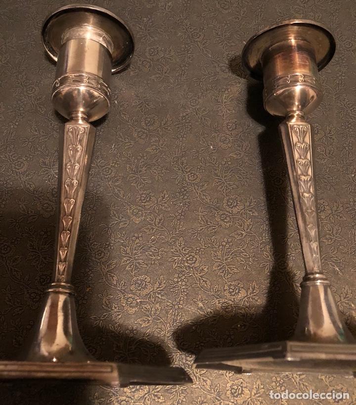 Antigüedades: Bonita pareja de candeleros, de principios de S.XX, en metal plateado - Foto 2 - 125633595