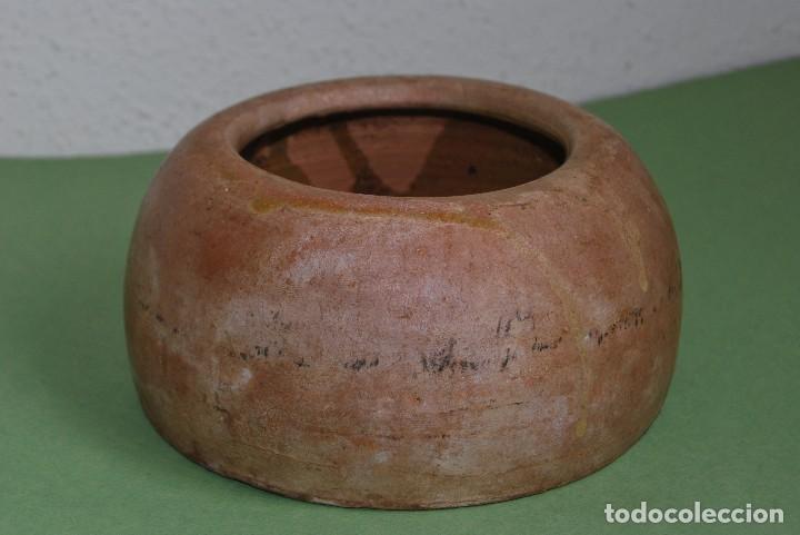 COMEDERO O BEBEDERO DE BARRO PARA GALLINAS O AVES (Antigüedades - Porcelanas y Cerámicas - Otras)