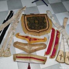 Antigüedades: LOTE DE 5 ESTOLAS, 5 CUELLOS DE DALMATICA Y 1 CAPILLO SIGLO XIX. Lote 125823895