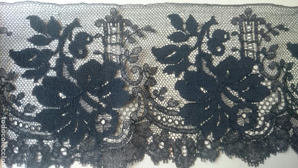 ENCAJE ANTIGUO DE BLONDA (Antigüedades - Moda - Encajes)
