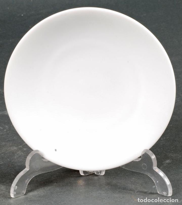 Antigüedades: Lote de siete platos de cáfe en porcelana blanca Castro Sargadelos siglo XX - Foto 2 - 125925227
