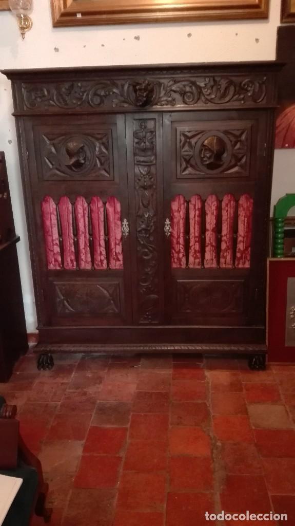 ARMARIO CON TALLAS DE GUERREROS ,NEORRENACIMIENTO. (Antigüedades - Muebles Antiguos - Armarios Antiguos)