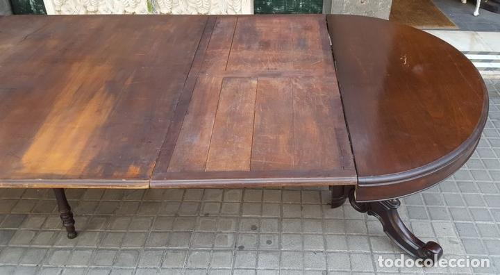 Antigüedades: MESA EXTENSIBLE DE COMEDOR. MADERA DE CAOBA. ESTILO ISABELINO. ESPAÑA. CIRCA 1850. - Foto 4 - 125929235