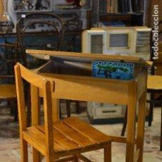 Antigüedades: PUPITRE DE ESCUELA CON FIRMA VITORIA - NOVICIADO - MADERA DE HAYA. Lote 125932096