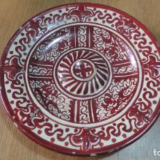 Antigüedades: ANTIGUO PLATO DE TETON CERAMICA REFLEJOS DORADOS.MANISES?. Lote 125970863