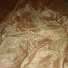 Antigüedades: PRECIOSA COLCHA SEDALINA TORNASOLADA MOTIVOS CHINESCOS. Lote 125975383