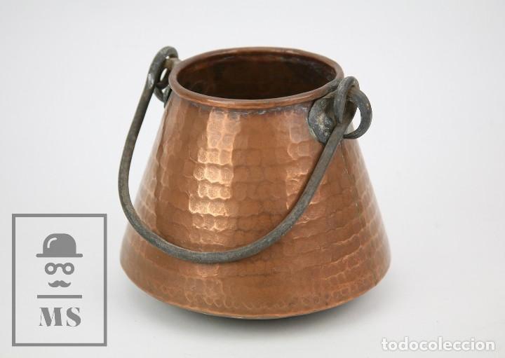MEDIDA / MESURA O CALDERO DE COBRE MARTILLADO CON ASA DE HIERRO - MEDIDAS 15 X 15 X 14 CM (Antigüedades - Técnicas - Rústicas - Utensilios del Hogar)