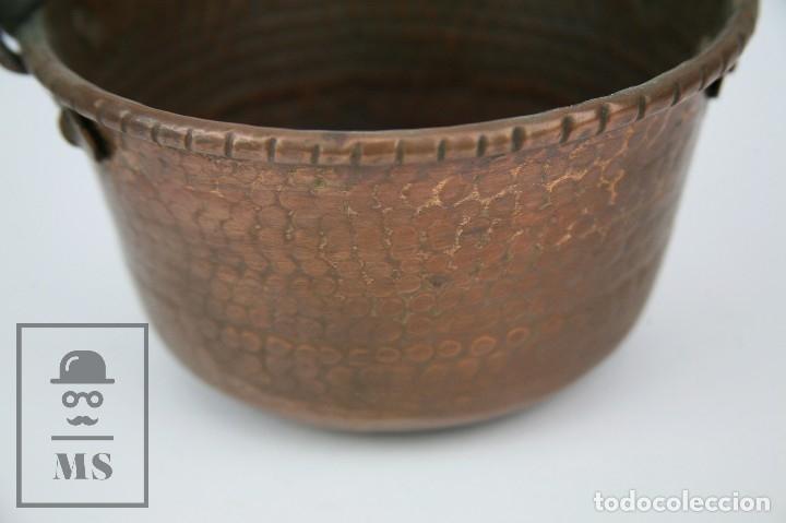 Antigüedades: Antiguo Caldero de Cobre Martillado con Asa de Hierro - Medidas 21 x 19 x 11 cm - Foto 3 - 125989707