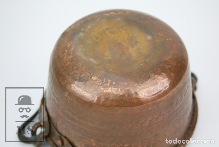 Antigüedades: Antiguo Caldero de Cobre Martillado con Asa de Hierro - Medidas 21 x 19 x 11 cm - Foto 5 - 125989707