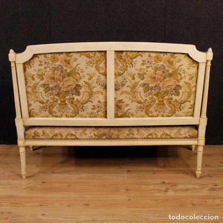 Antigüedades: Sofá francés en madera lacada y tallada en estilo Luís XVI del siglo XX - Foto 6 - 125991655
