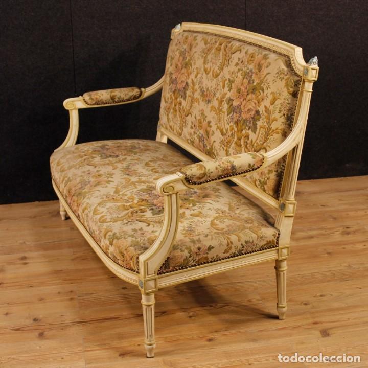 Antigüedades: Sofá francés en madera lacada y tallada en estilo Luís XVI del siglo XX - Foto 7 - 125991655