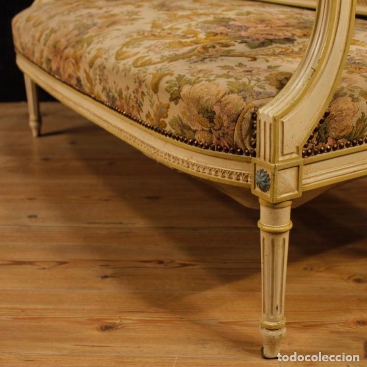 Antigüedades: Sofá francés en madera lacada y tallada en estilo Luís XVI del siglo XX - Foto 8 - 125991655