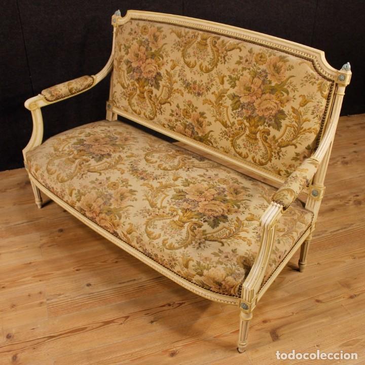 Antigüedades: Sofá francés en madera lacada y tallada en estilo Luís XVI del siglo XX - Foto 9 - 125991655