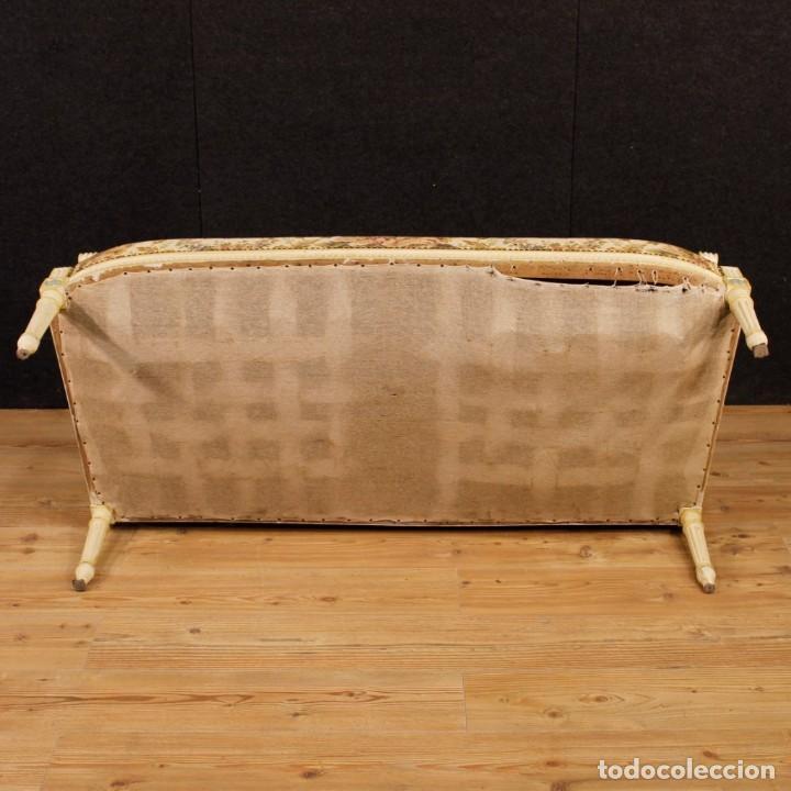 Antigüedades: Sofá francés en madera lacada y tallada en estilo Luís XVI del siglo XX - Foto 10 - 125991655
