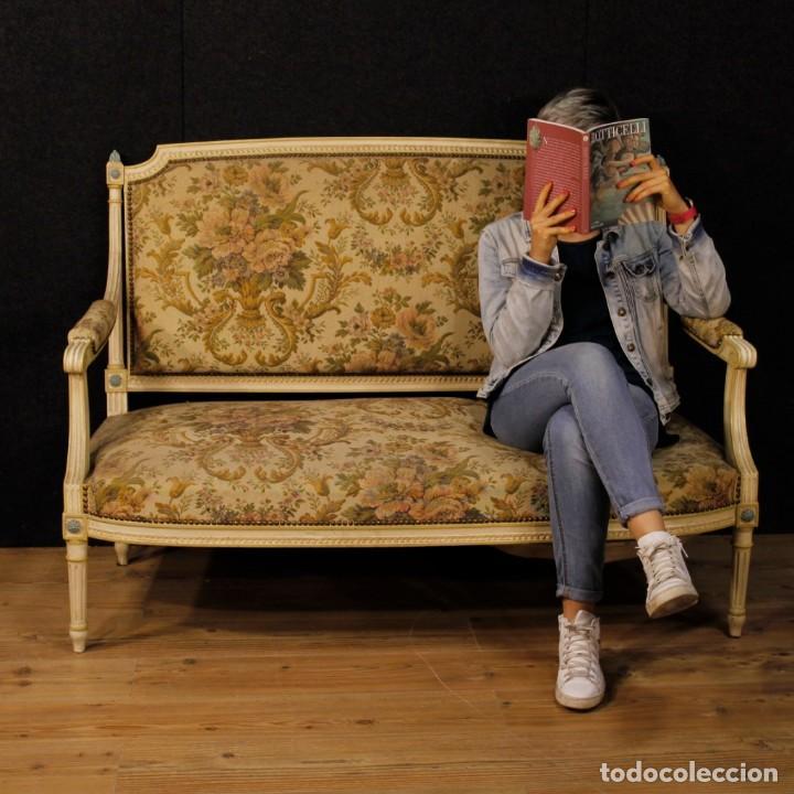 Antigüedades: Sofá francés en madera lacada y tallada en estilo Luís XVI del siglo XX - Foto 12 - 125991655