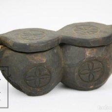 Antigüedades: ANTIGUO RECIPIENTE DOBLE ARTESANAL EN MADERA TALLADA - TRADICIONAL / POPULAR - MEDIADOS DEL S. XX. Lote 126017619