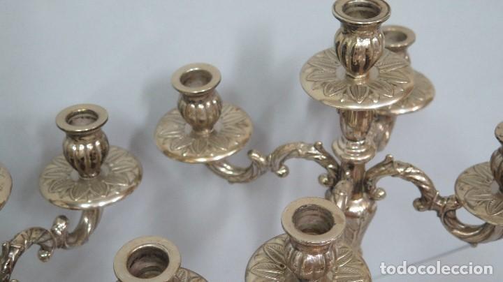 Antigüedades: PRECIOSA PAREJA DE CANDELABROS DE METAL PLATEADO. AÑOS 40 - Foto 6 - 126022231