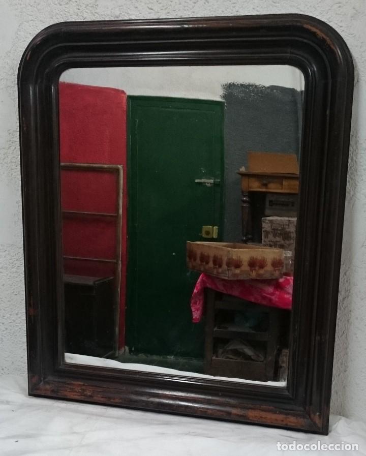 Antigüedades: Antiguo espejo isabelino de madera de caoba rubia, lacado en negro. Siglo XIX. Leer. 95x79 cm - Foto 3 - 126031775