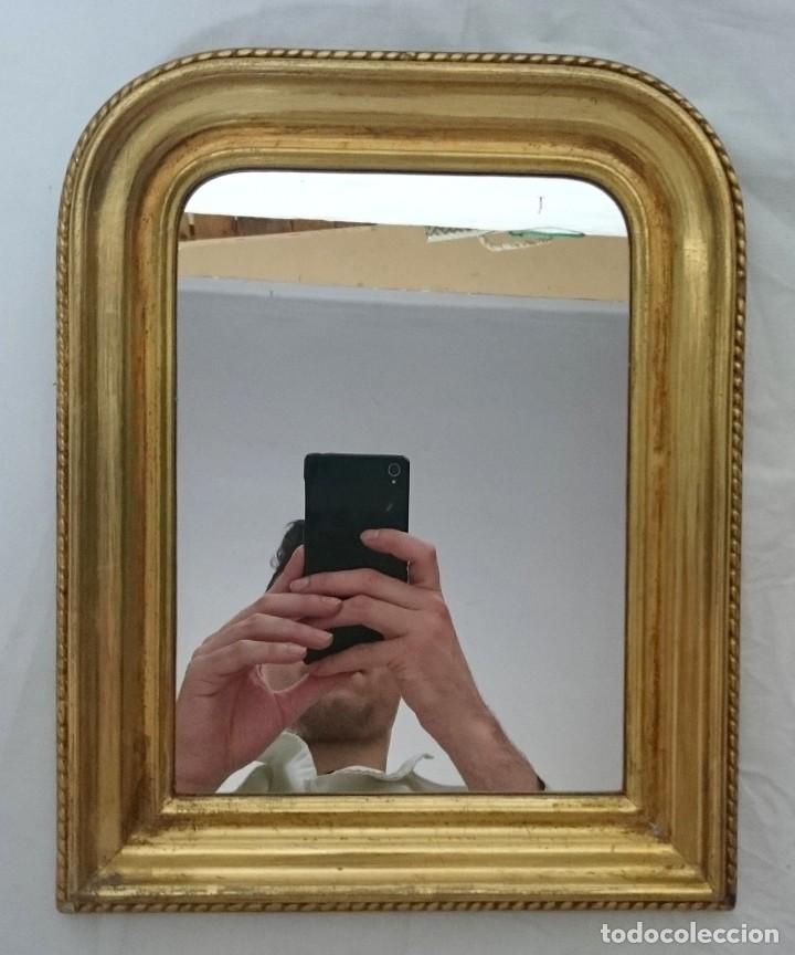 Antigüedades: Antiguo espejo de madera de nogal isabelino dorado al oro fino. S.XIX. Rareza de tamaño. 30x24cm. - Foto 3 - 126065835
