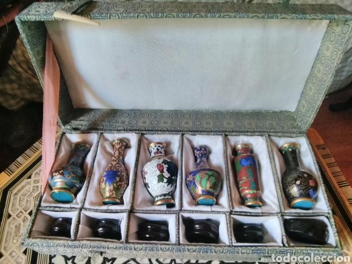 Antigüedades: Colección 6 jarroncitos Cloissone con sus peanas - Foto 5 - 126094016