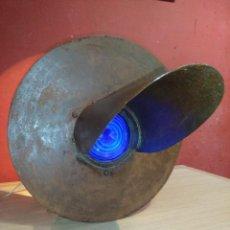 Antigüedades: INTERESANTE SEMAFORO TREN SEÑAL FERROVIARIA CON LENTE FRESNEL AZUL. Lote 126096363