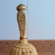 Antigüedades: CAMPANA DE CERAMICA ANTIGUA Y POCO VISTA. Lote 126112339