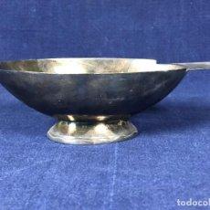 Antigüedades: SALSERA MESA SERVIR METAL PLATEADO GALLIA FRANCIA ART DECO OVALADA ONDAS EN BASE 0422 AÑOS 30 6X20CM. Lote 126117047